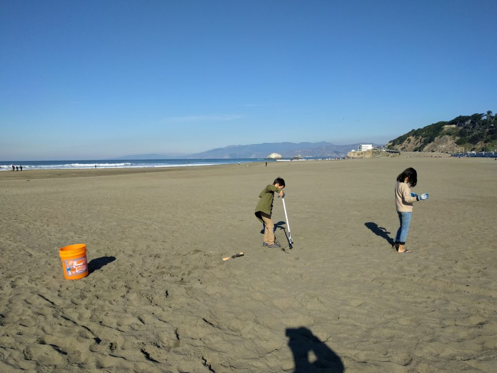 volunteer clean up at ocean beach